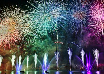 Fuochi d'artificio e giochi d'acqua